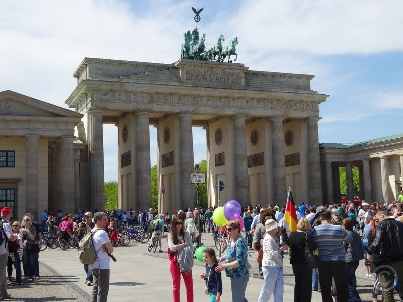 Brandenburg Gate at Pariser Platz in Berlin